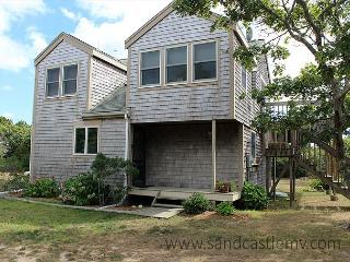 CONTEMPORARY COTTAGE WITH BEAUTIFUL WATERVIEWS OF KATAMA BAY, Edgartown