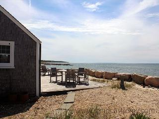 Beachfront house with beautiful views!, Vineyard Haven