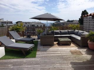 Les Iris with 75 sq m roof terrace, Antibes