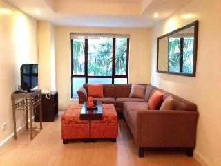 Forbeswood Heights 1 BR w/ WIFI TV POOL, Taguig City
