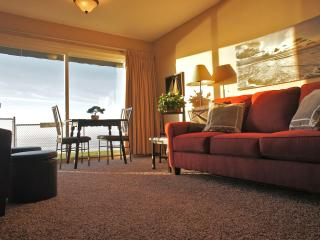 Beachy Keen - Ocean right out your door! Sleeps 5, Lincoln City