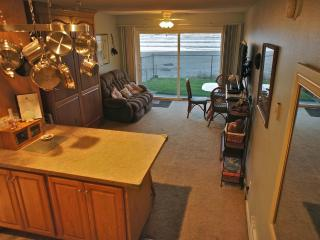 Worthy Porpoise - Top notch condo w/ full kitchen!, Lincoln City