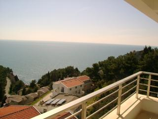 3 rooms aptmnt for rent on the beach, Ulcinj