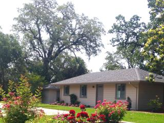Sonoma Rosso Guest Cottage: 7th night free!, Kenwood