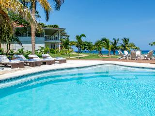 PARADISE PSC - 99792 - TRANQUIL | PEACEFUL | 4 BED | BEACHFRONT VILLA WITH POOL - RUNAWAY BAY, Runaway Bay