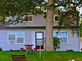 Devils Lake Vacation Home Rental, Manitou Beach