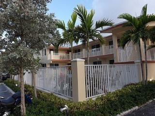 Luxury Studios just steps from the Beach!, Pompano Beach
