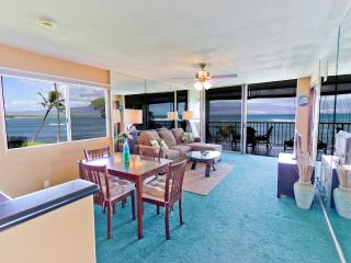 2BR Oceanfront Condo; Pool; Walk to Harbor & Shops, Wailuku