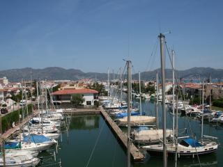 Apartment. 50 meters beach and trades, Empuriabrava