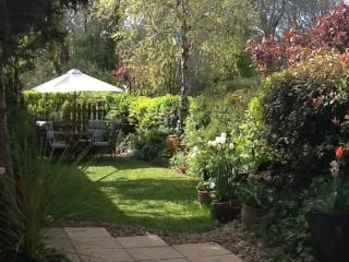 Holiday Barn Cottage and Gardens, Tremain