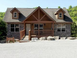 Ozark's Getaway-Walk-In 2 bedrom, 2 bath cabin at Stonebridge Resort, Branson West