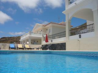 Villa Costa Adeje, 4 bed, See views, with pool, Tenerife
