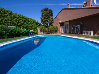 Magical 5-bedroom villa in Sant Quirze, 15 minutes from Barcelona and the beach!, Sant Quirze del Vallès