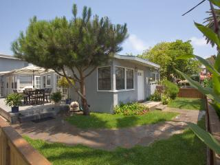 2 Short blocks to the Beach!, Huntington Beach