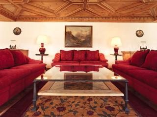 Luxury 3-bedroom Apartment in the Town Center, St. Moritz