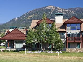 3BD Golf Course Front Condo in Heart of Meadow Village w/ Private Hot Tub, Big Sky