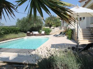Large Detached villa private pool close to beach, Bouzigues