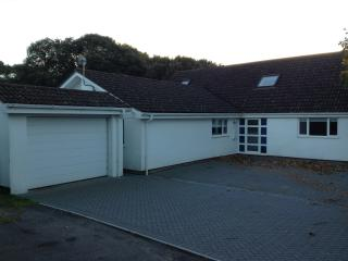 6 bedrooms near Sandbanks with seaview - free gift, Poole