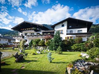 Nice Apartment with balcony and mountain view., Uttendorf