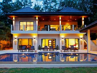 CORAL: 7 Bedroom, Private Pool Villa near Beach, Nai Harn