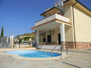 House with private swimming pool, Zambrone hills