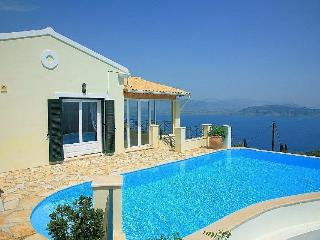Private Villa with Secluded Pool, Loutraki