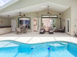 Roxland Paradise House with Private Pool and HDTV, Palm Coast