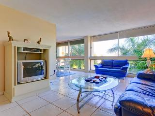 Palm Bay Club G46 new 40' HDTV, Heated Pool, Wifi, Siesta Key
