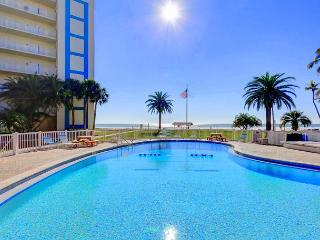Jamaica Royale 91 Siesta Key Rental, heated pool, beach access,wifi