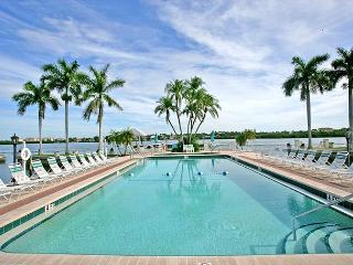 Palm Bay Club Bayside #328, tennis courts, beach, heated pool, Sarasota