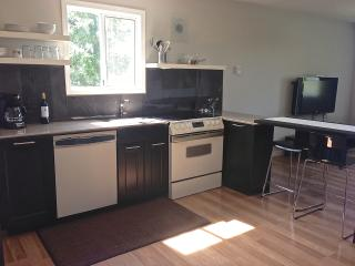 Sunheights Guest Suite close to Beach & Golf, Victoria