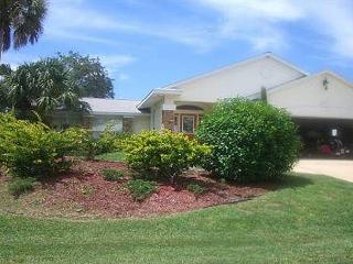 Palm Paradise House with Pool and HDTV and boat dock, Palm Coast