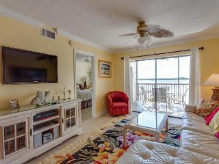 Carlos Pointe 124, Gulf Front, Elevator, Heated Pool, Fort Myers Beach