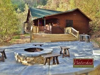 Call of the Wild - Custom patio with hot tub, fire piut, Bryson City
