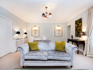Elegantly furnished and tastefully decorated two bedroom apartment in the heart of Pimlico., London