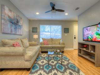 Modern 3/2.5 Downtown Home!!!  - Walk To Rest/Bars-Perfect for Family Vacations, Austin