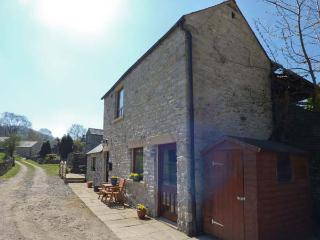 WOODCROFT BARN, detached barn conversion, romantic, WiFi, rural views, king-size bed, in Bradwell, Ref 924122, Hazlebadge