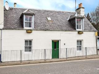 COSY BUT-AN-BEN, semi-detached, multi-fuel stove, WiFi, in Grantown-on-Spey in the Cairngorms National Park, Ref 924317