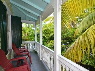 Tropical Village Retreat - Beautifully Updated Condo w/ On Site Heated Pool., Key West