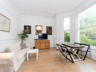 A beautiful apartment with private garden & patio, Londres