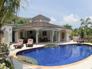 Fantastic,quiet,private pool, 24/7 butler,7/7 maid, Nai Yang