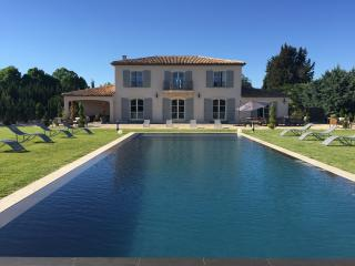 Luxurious contemporary country house inifinte pool, Aix-en-Provence