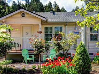 Luxury In-Town Cottage, Calistoga