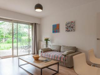 Antibes air-conditioned apartment with garden