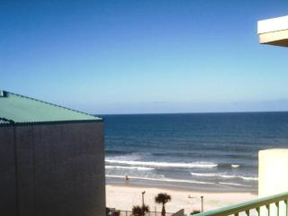 OCEAN VIEW STUDIO AT THE WORLD'S MOST FAMOUS BEACH, Daytona Beach
