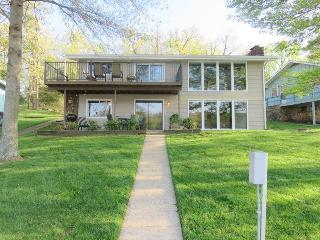 Pam`s Place - Stunning 2 Story Home, 1 MM Gravois Arm, Calm and Deep Waters. Deck and Lower Level Patio, Gravois Mills