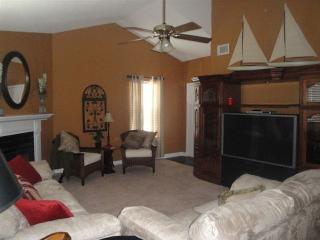 Charming 2 Bdrm/2 Bath Condo in Gated Community, Charleston