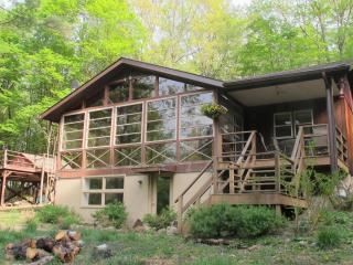 Woodsy Hudson Valley Retreat, Blooming Grove
