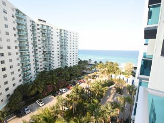 Gorgeous 1/1.5 Ocean View Condo!, Hollywood