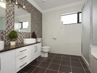 Castle Hill North Ward - 1 Bedroom Self Contained, Townsville